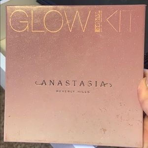 Anastasia Beverly Hills glow sugar highlighter